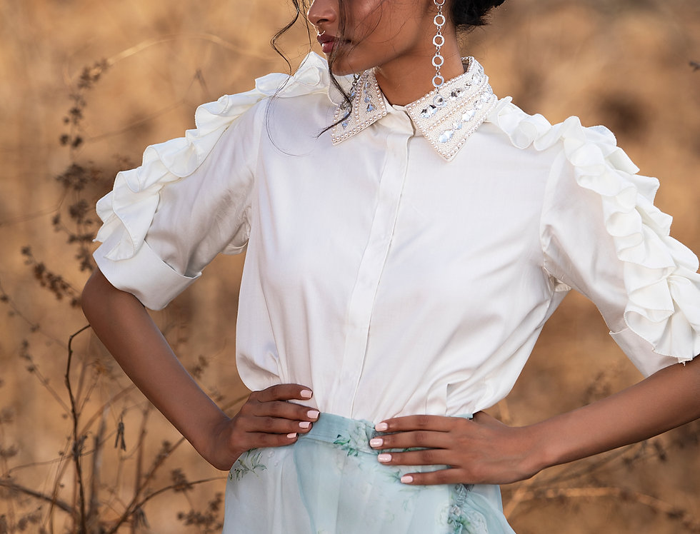WHITE POWER SHOULDER SHIRT WITH AN EMBELLISHED COLLAR