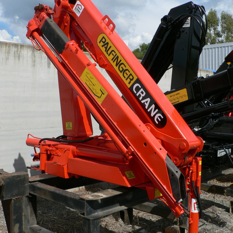 a recertified used palfinger crane