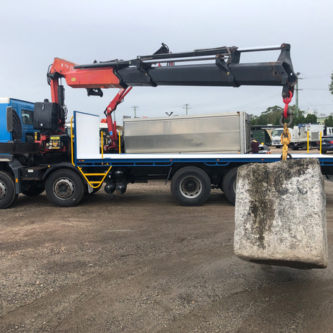 VOLVO 8X4 fitted with new heavy duty tray and used FASSI