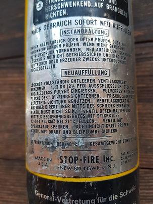 - Stop Fire INC. New Brunswick N.J.  - gebraucht  - Feuerlöscher aus den USA  - Kultfeuerlöscher  - Sammlerstück / Rarität  - hat noch Pulver drinn  - Druck auch noch vorhanden  - Staubt wie Sau:-)  - Made in USA. Eifach-Luege.ch