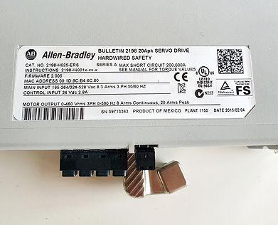 Kinetix5500-Servoantriebe der Serie 2198 werden an Compact Logix -  Steuerungen angeschlossen, arbeiten mit ihnen zusammen und unterstützen Integrated Motion on EtherNet/IP™. Eifach-Luege.ch