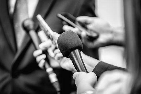 media-interview-journalists-interviewing