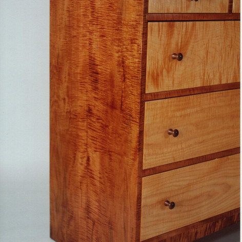 maple dresser end veiw.jpg