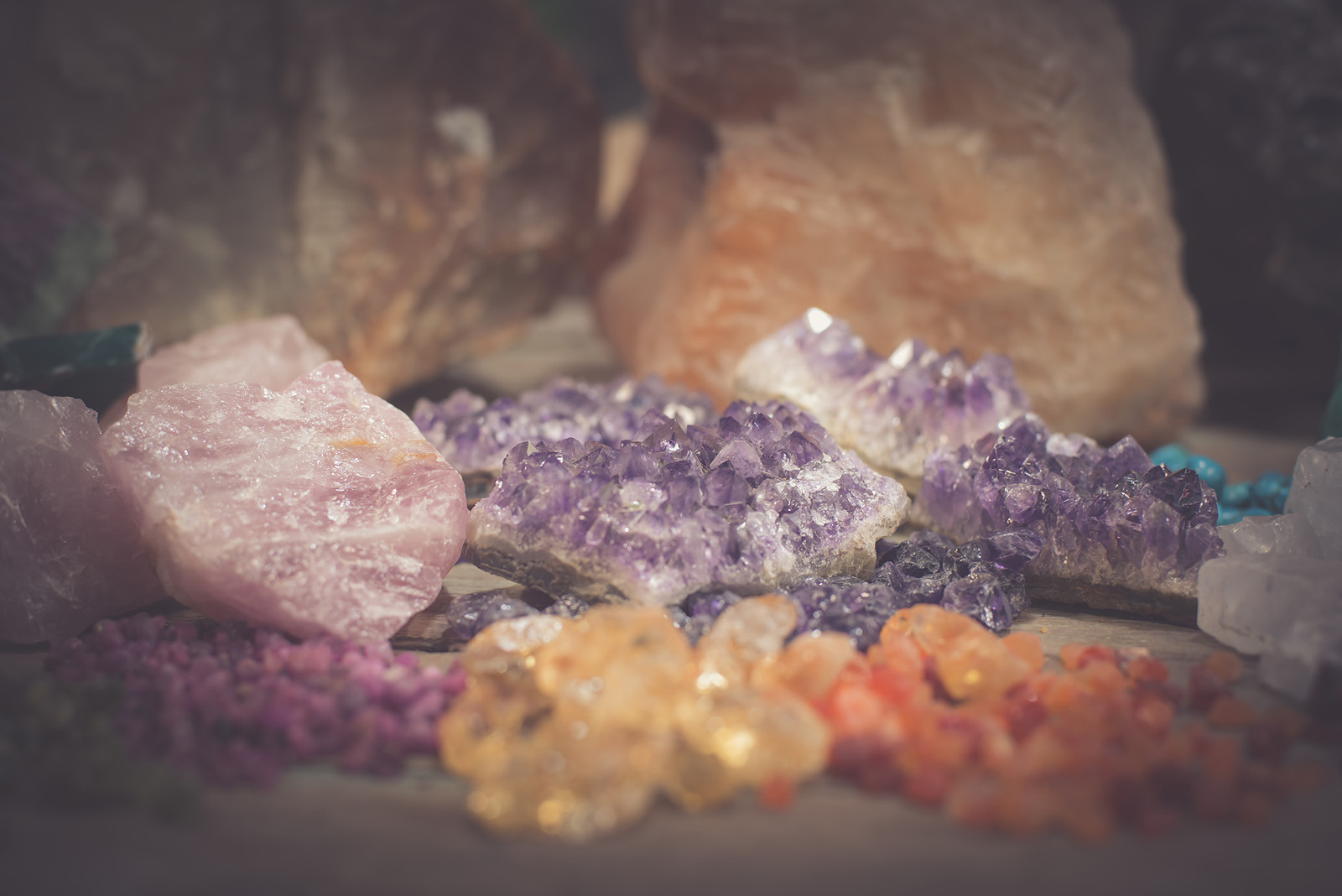 Rough stone of Amethyst, Rose quartz