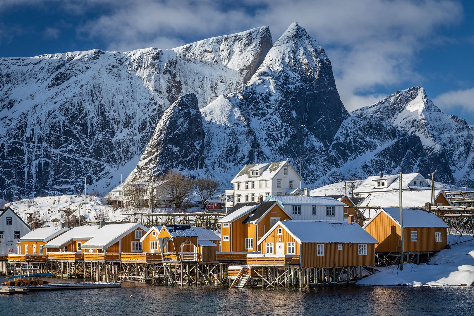 Scenic houses on Sakrisøy