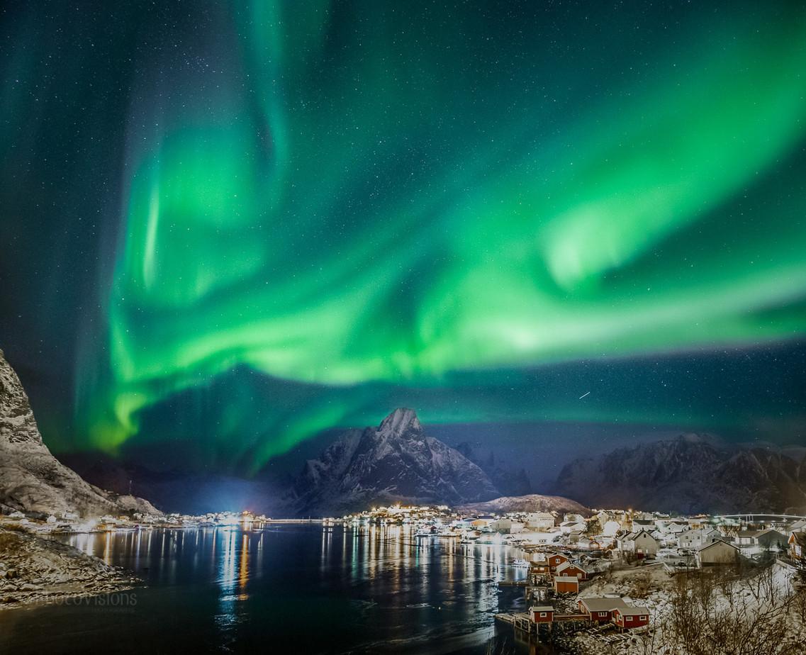 Aurora show over Reine