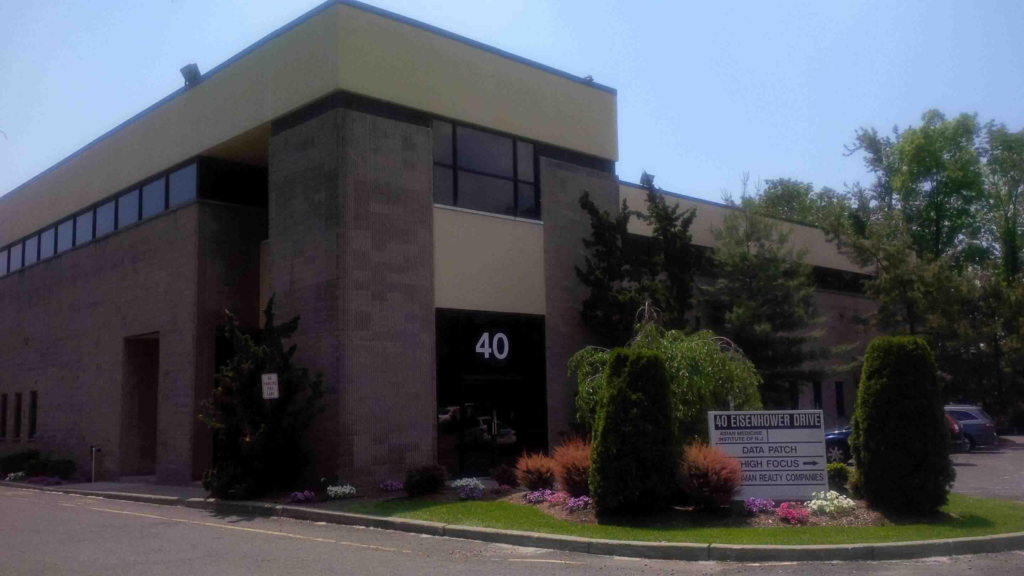 40 Eisenhower Drive, Paramus