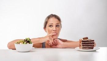 איך לטפל באכילה רגשית, התקפי אכילה - ההרזיה מתחילה בראש