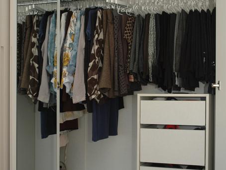 סידור ארון בגדים