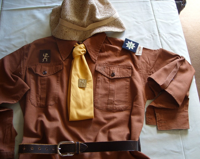 I Promise to do my best: A Brief History of Brownie Uniforms