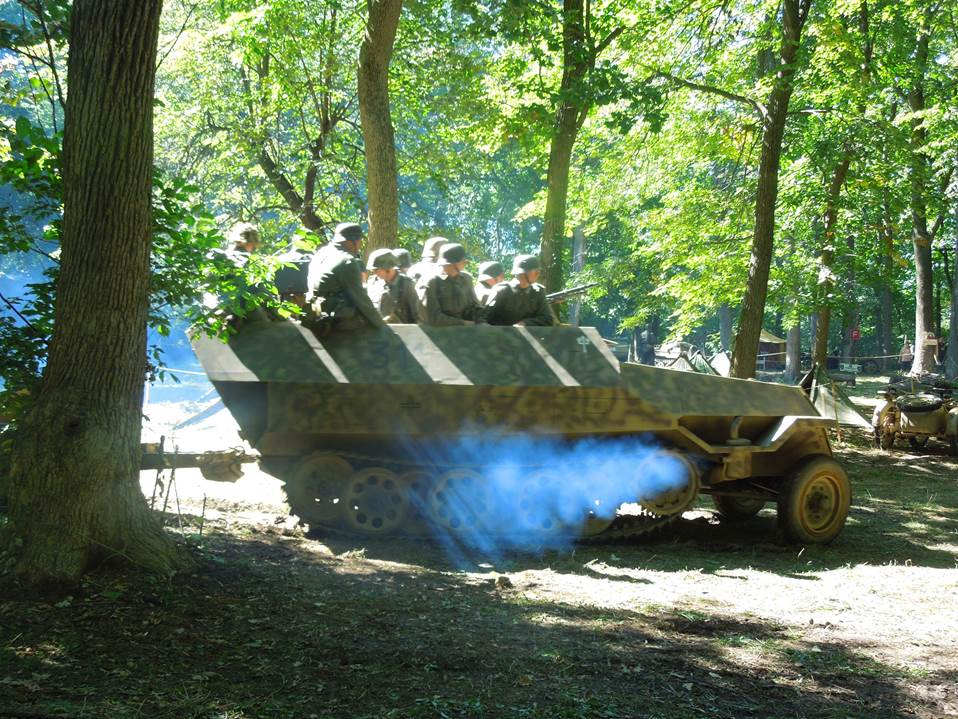 Sd.Kfz. 251 (1 of 3 in the unit)