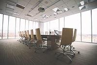 整頓された会議室風景
