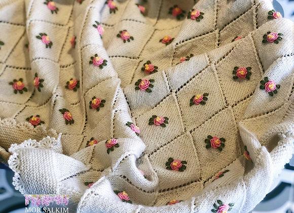 Bambu/Yün Rokoko İşlemeli Baklava Bebek Battaniyesi