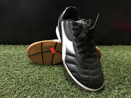 Diadora Futsal (Black_White).jpg