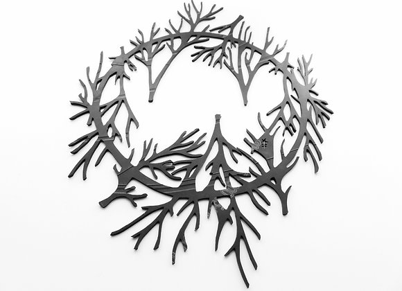 Shambahers, Collection Végétal, Collier 'Branches'. Ras de cou en chambre à air, branches noires remontant sur le cou.