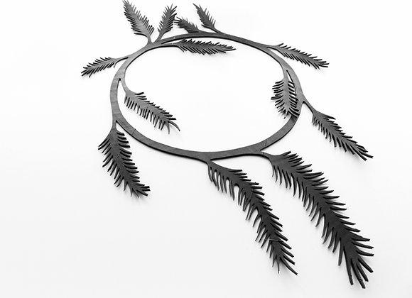 Shambahers, collection Végétal, collier 'Plumes'. Pièce unique en chambre à air, de fines plumes tombant autour du cou.