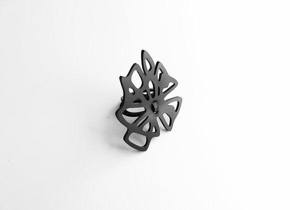 Shambahers, bague 'Vers l'étoile petite', édition limitée en caoutchouc. Deux anneaux soutiennent un motif géométrique étoilé