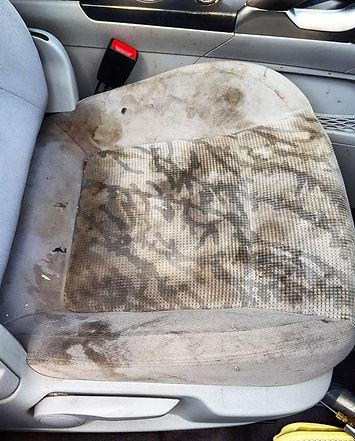 איך לנקות מושבי עור ברכב
