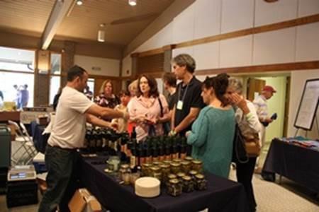 Date olive oil 1.jpg
