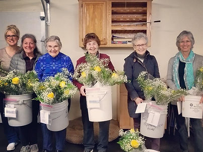 Zonta Members prepare roses for Rose Day