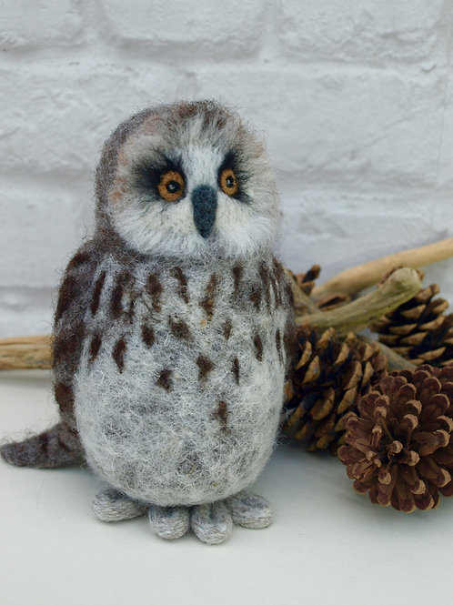 Hawthorn the Owl Knitting and Felting Kit