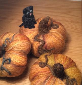 Purr-felt pumpkins!