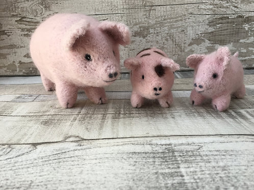Truffle and Jellybean Pig and 2 x Piglets Essentials pack
