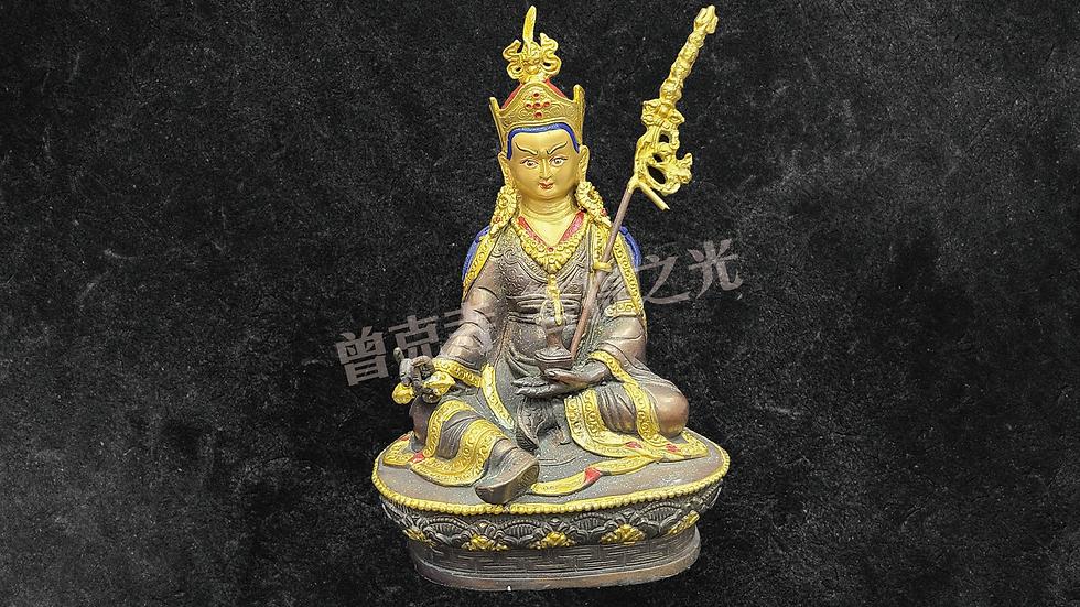 蓮花生大師銅像已在寺院安藏加持