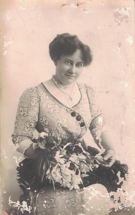 01 - Auntie Elise Walker, Leslie Walker'