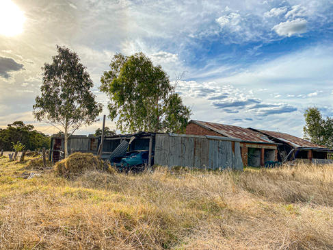 01 - Byford Abandoned Sheds