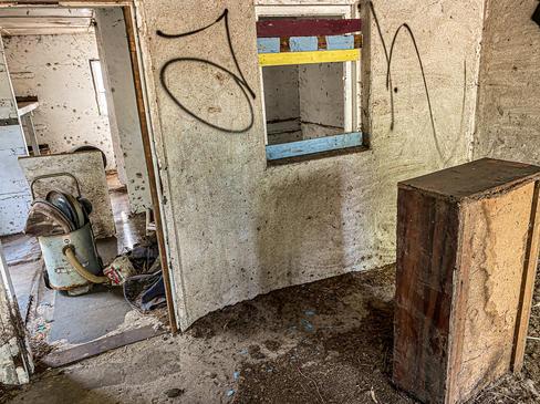 04 - Byford Abandoned Sheds