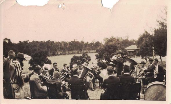 18 - Carmel College Church Band - The co