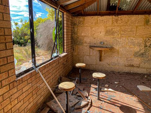 05 - Byford Abandoned Retreat