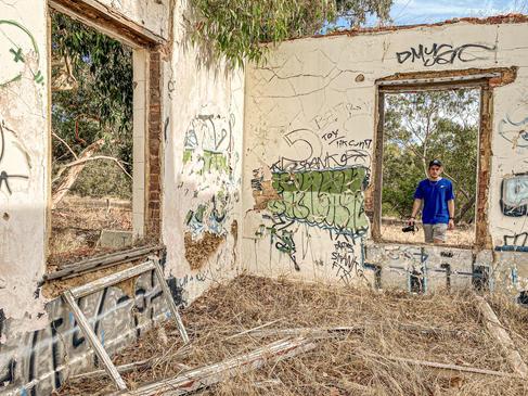 11 - Byford Abandoned Sheds