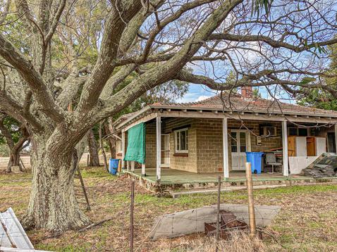02 - Oakley Abandoned Farm House