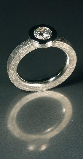 platin-ring-solitaer-mit-brillant.jpg