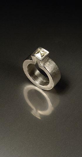 diamant-ring-platin-context-diamond.jpg