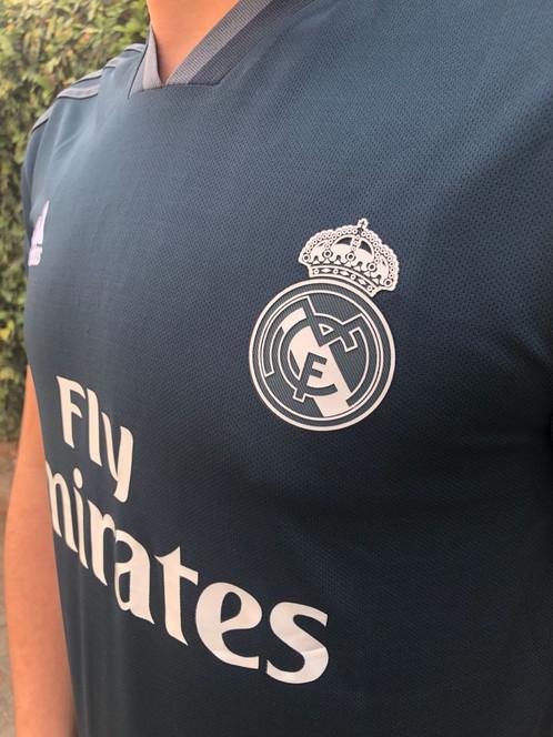 e5a93f4226 Mostre sua paixão pelo maior campeão da Europa com a Camisa Real Madri Way 2018  s/n° Torcedor Adidas Masculina. Essa nova camisa do Real é moderna e tão ...