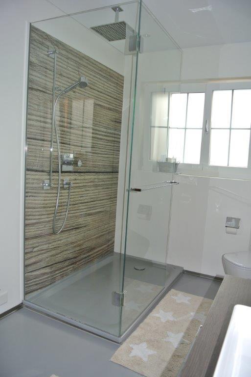 Dusche mit Glas