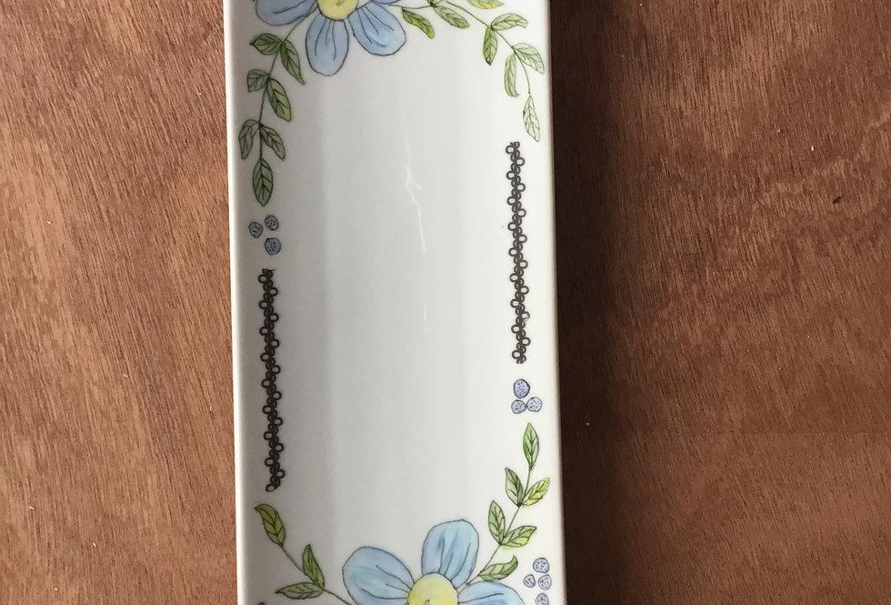 plat à sandwiches motif fleurs peint à la main
