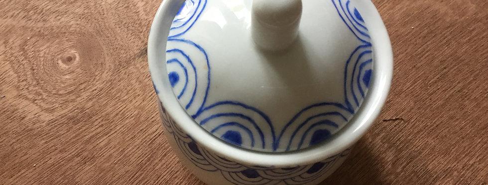 Petit sucrier motifs bleu, peint à la main