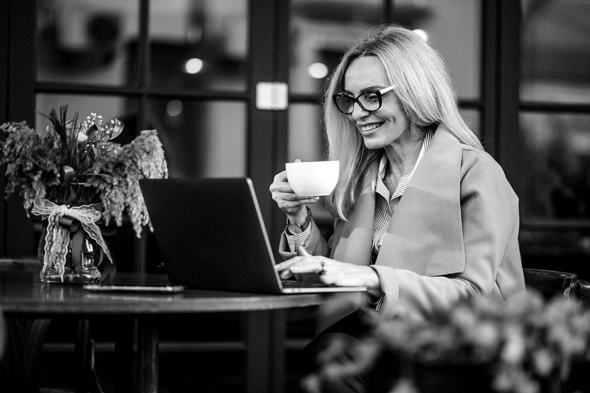 elderly-businesswoman-shopping-online-us