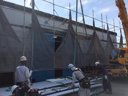 屋根材荷揚げ作業