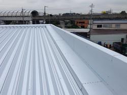 折板屋根カバー工法