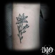 simple flower on forearm.jpg
