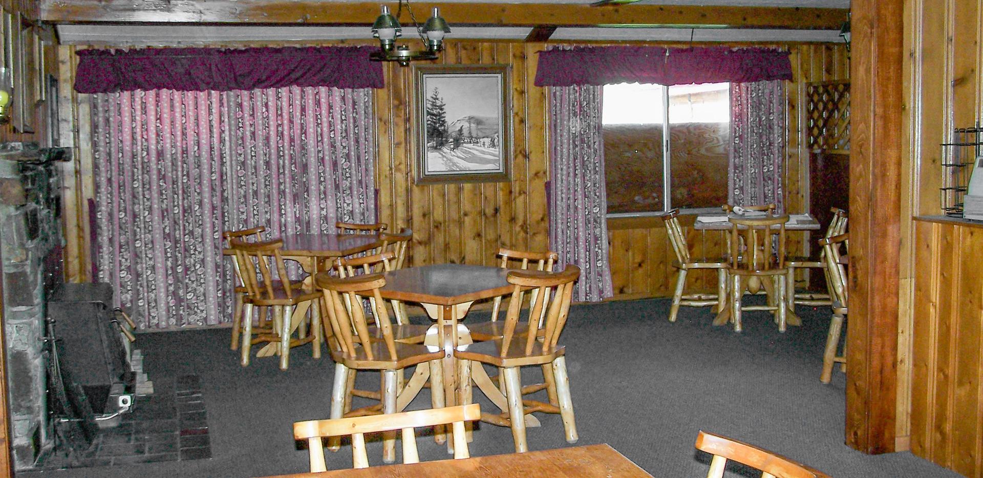 DiningRoom-Restaurant.jpg