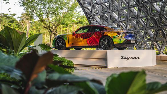 Porsche x Chihuli: Glass in Bloom