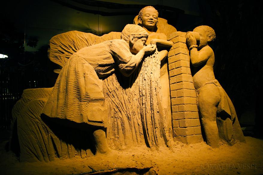 Tra cultura e scultura: una mostra di sabbia per portare in Tanzania istruzione e progresso