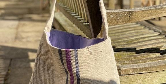 Tote bag with single handle