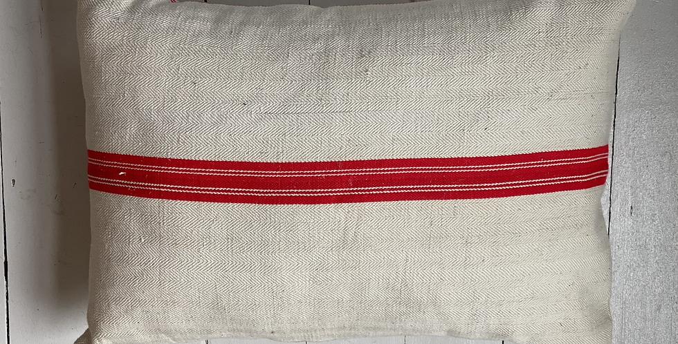 Striking grainsack cushion